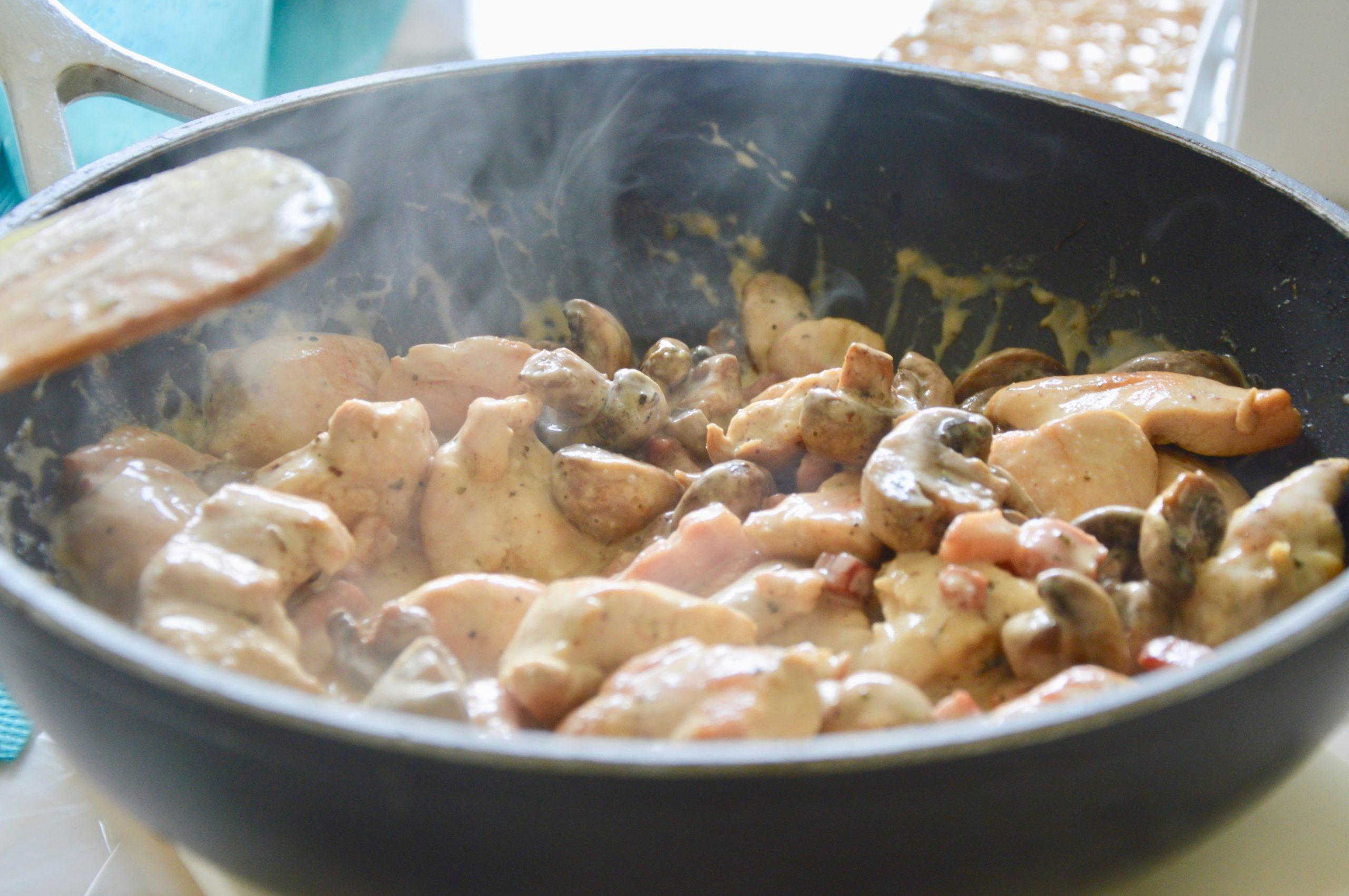 Cream and mushroom chicken stew