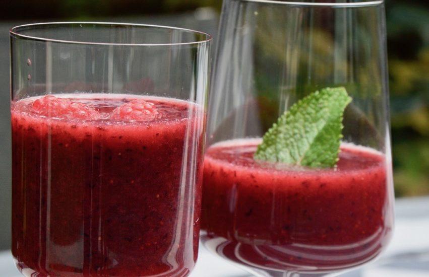 Le smoothie aux fruits rouges