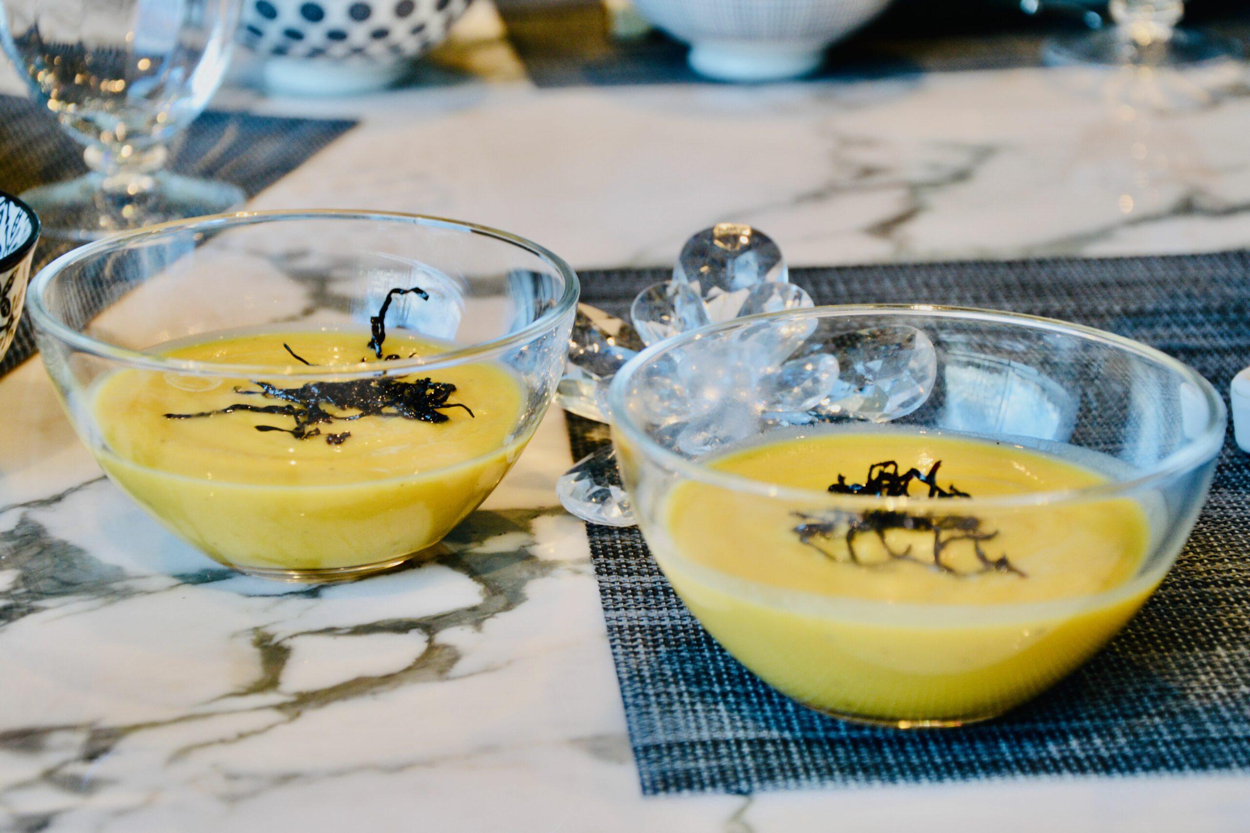 la crème de butternut et de châtaignes au curry et aux algues rôties de Martine Fallon
