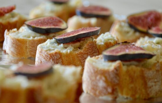 Gorgonzola cheese and fig toasts