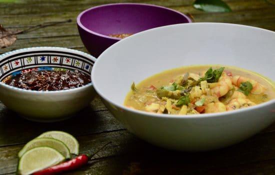 Le curry indien de crevettes au lait de coco